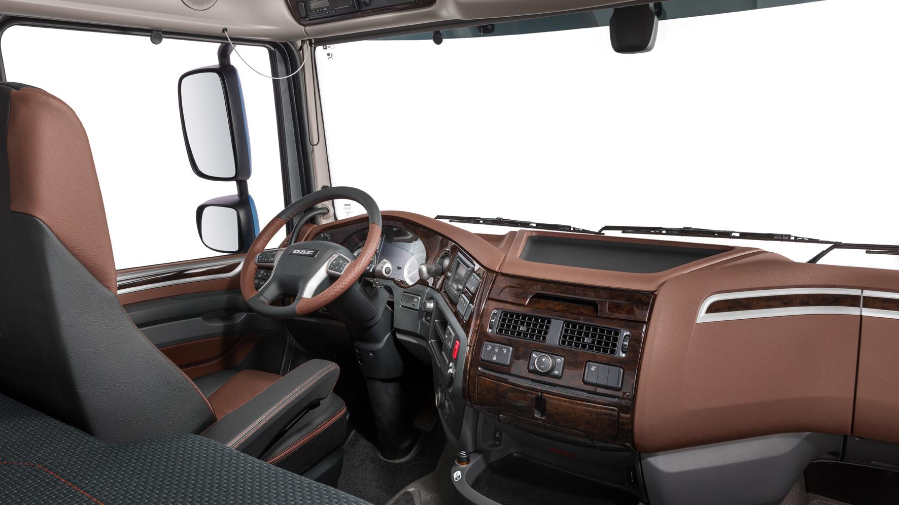 https://www.dafsrbija.rs/_/media/images/daf%20trucks/trucks/euro%206/2017/pers-kit/23-2017-New-DAF-XF-Exclusive-Line-Interior.jpg