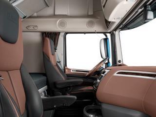 https://www.dafsrbija.rs/_/media/images/daf%20trucks/trucks/euro%206/2017/pers-kit/26-2017-New-DAF-XF-Exclusive-Line-Interiordf1a.jpg?as=0&h=240&w=320&usecustomfunctions=1&centercrop=1
